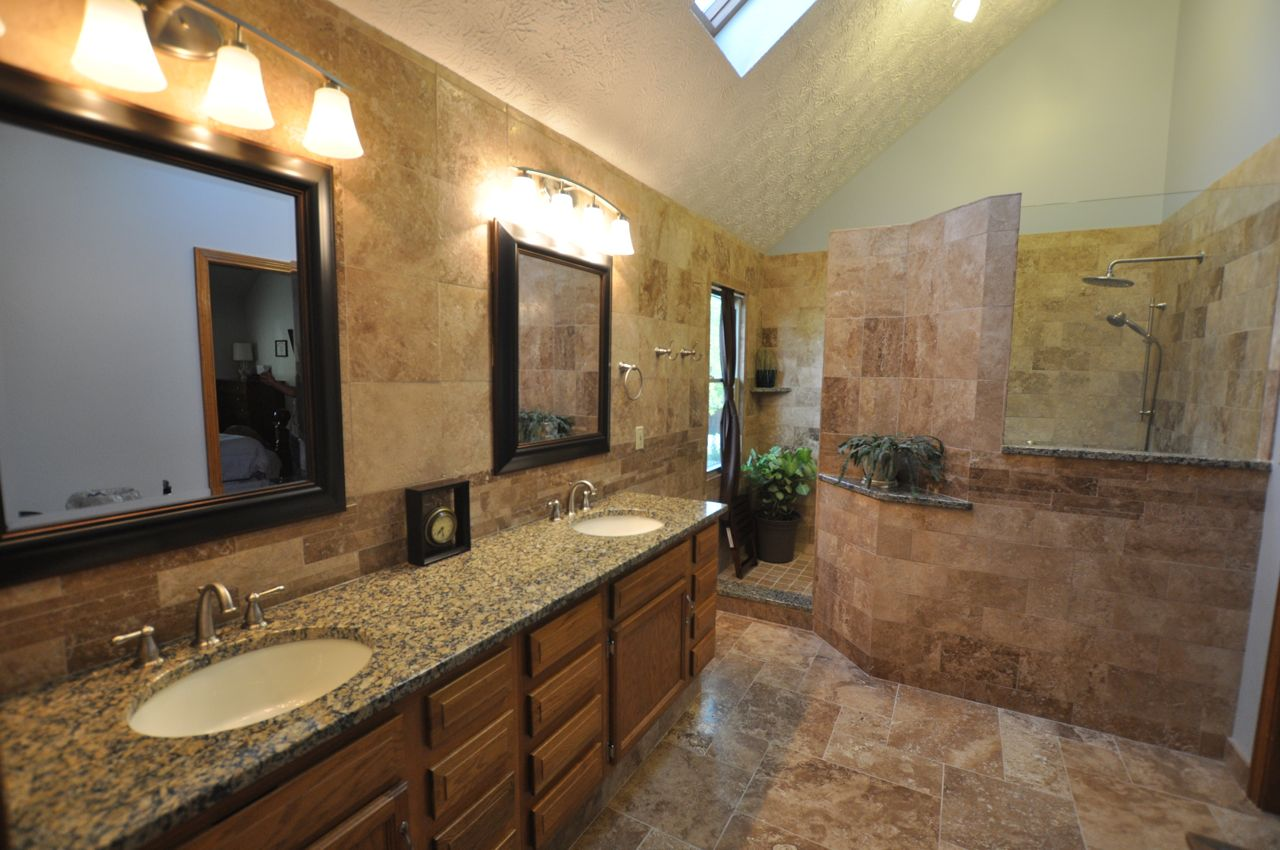 Bathroom remodeling houston fiesta construction for Bathroom design galleries